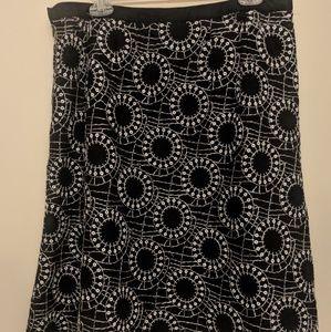 ~Black & white linen flare skirt size 14~